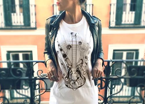 Image of Camiseta blanca unisex GUITARRA