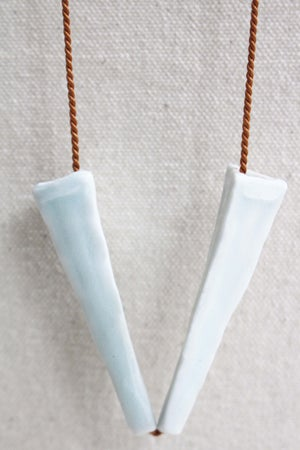 Image of Porcelain necklace, silk chord in copper (2)