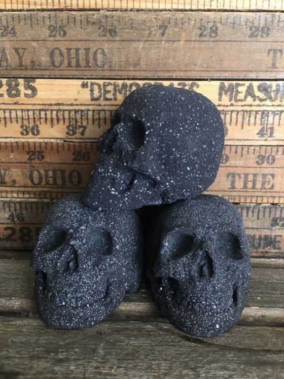 Image of Black Skull Bath Bomb