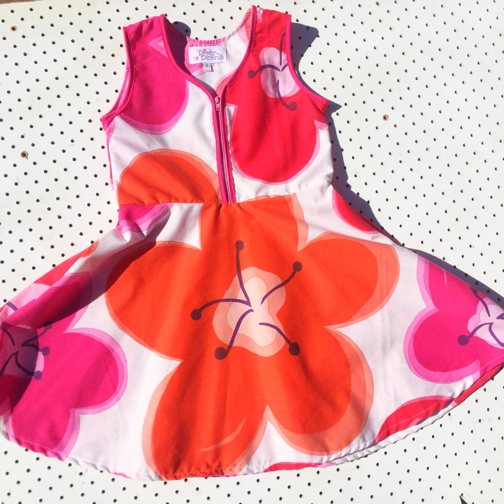 Image of Size 5 'vintage twirl' dress - big flowers