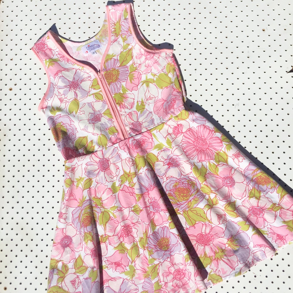 Image of Size 9 vintage twirl dress - pink fields