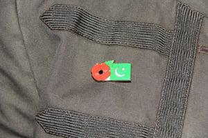 Image of PAKISTAN FMN Poppy/Flag Combo Medal (28mm x 15.5mm)