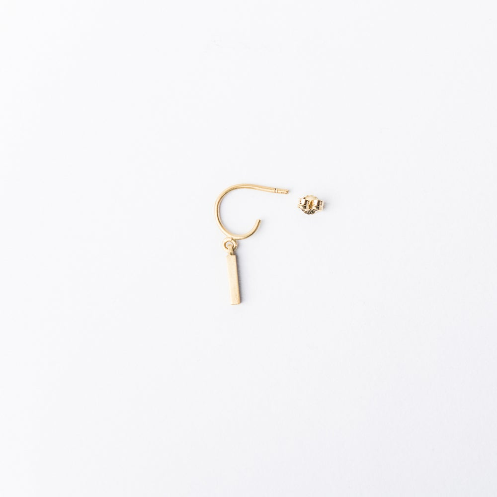 Detalle de Minanaro single hoop earring