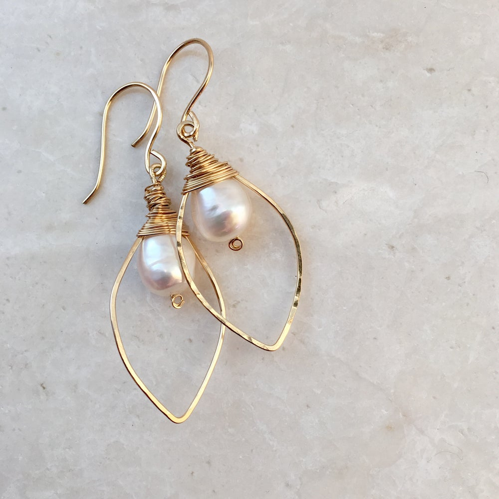 products ear earring gold wire pearl vonk leoni and
