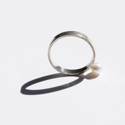 Image of Floating Pearl Ring
