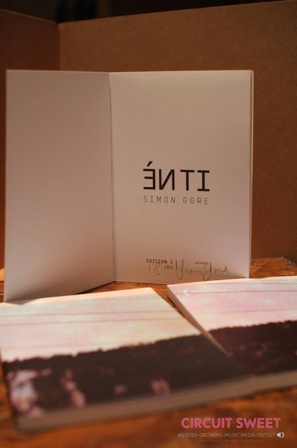Image of Simon Gore ÉN TI Photobook