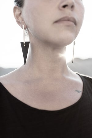 Image of AUMORFIA - LIBERTA BAR_TRNGL_LARGE EARRINGS