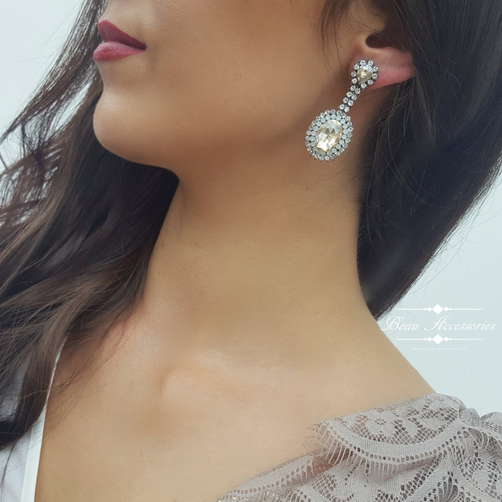 Image of Golden Pearl Droplet Earrings