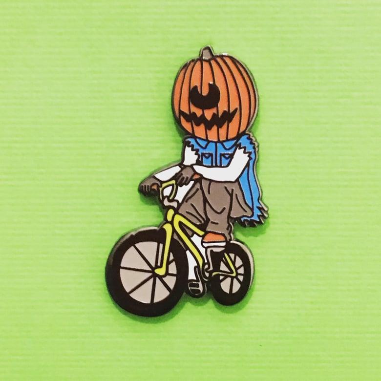 Image of Pumpkin Eater Lapel Pin