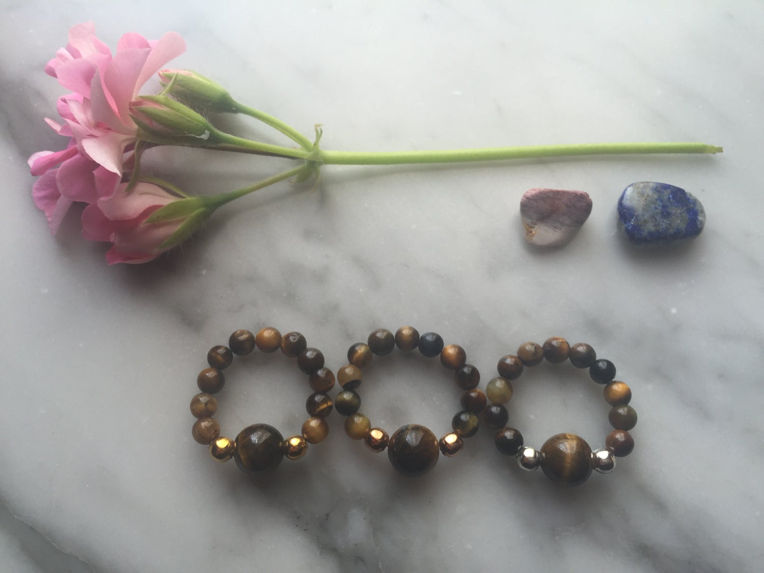 Feature Bead Stretch Ring in Tiger's Eye