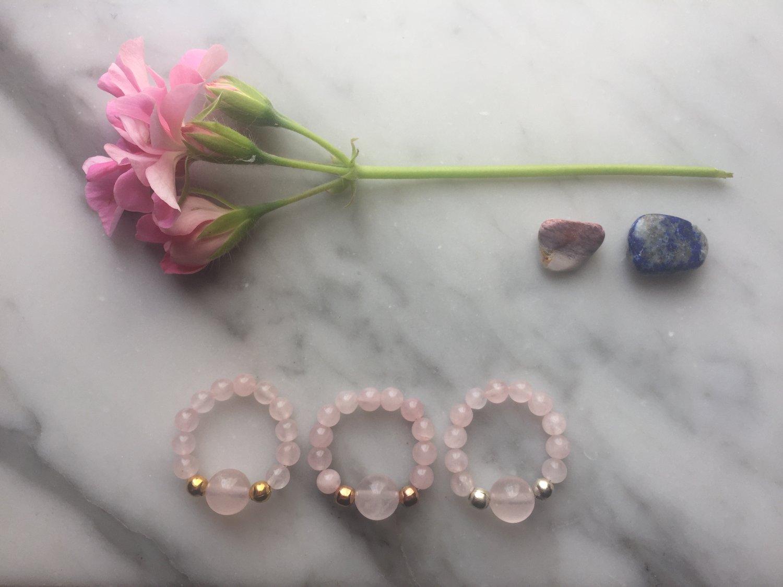 Feature Bead Stretch Ring in Rose Quartz