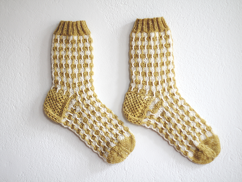 Organic white dots yellow socks