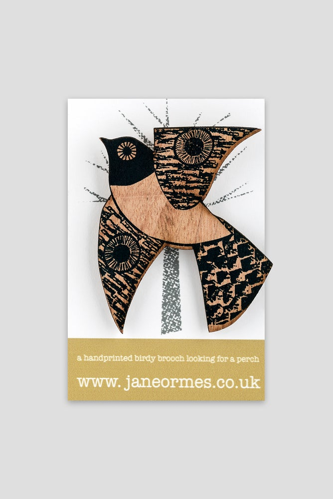 Image of BLACK WHITE TUMMIED FLYING BIRD BROOCH