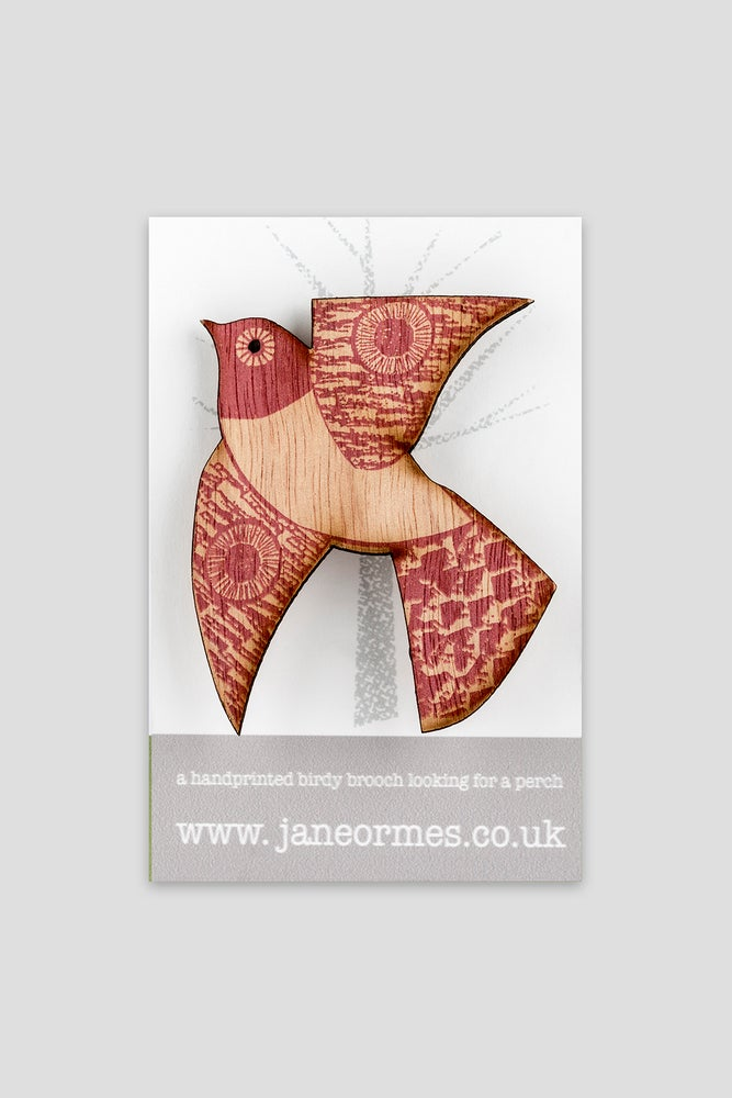 Image of RASPBERRY WHITE TUMMIED FLYING BIRD BROOCH