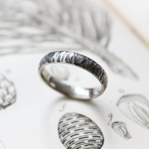 Image of 18ct white gold 4mm horn texture ring