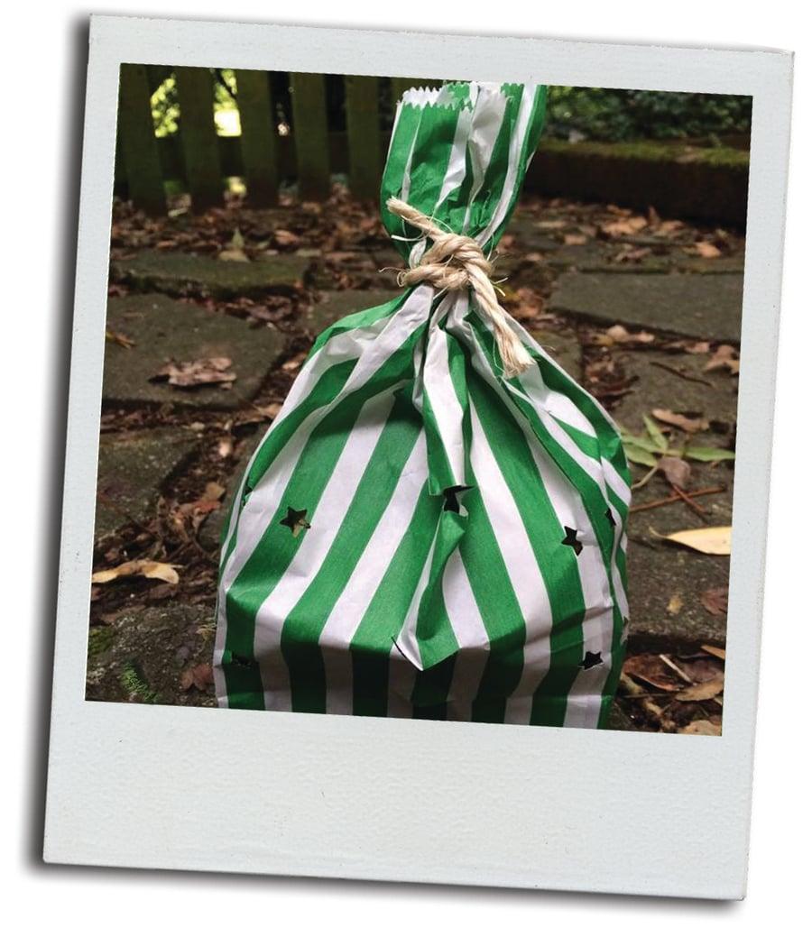 Image of Dollys Shake and reward bag