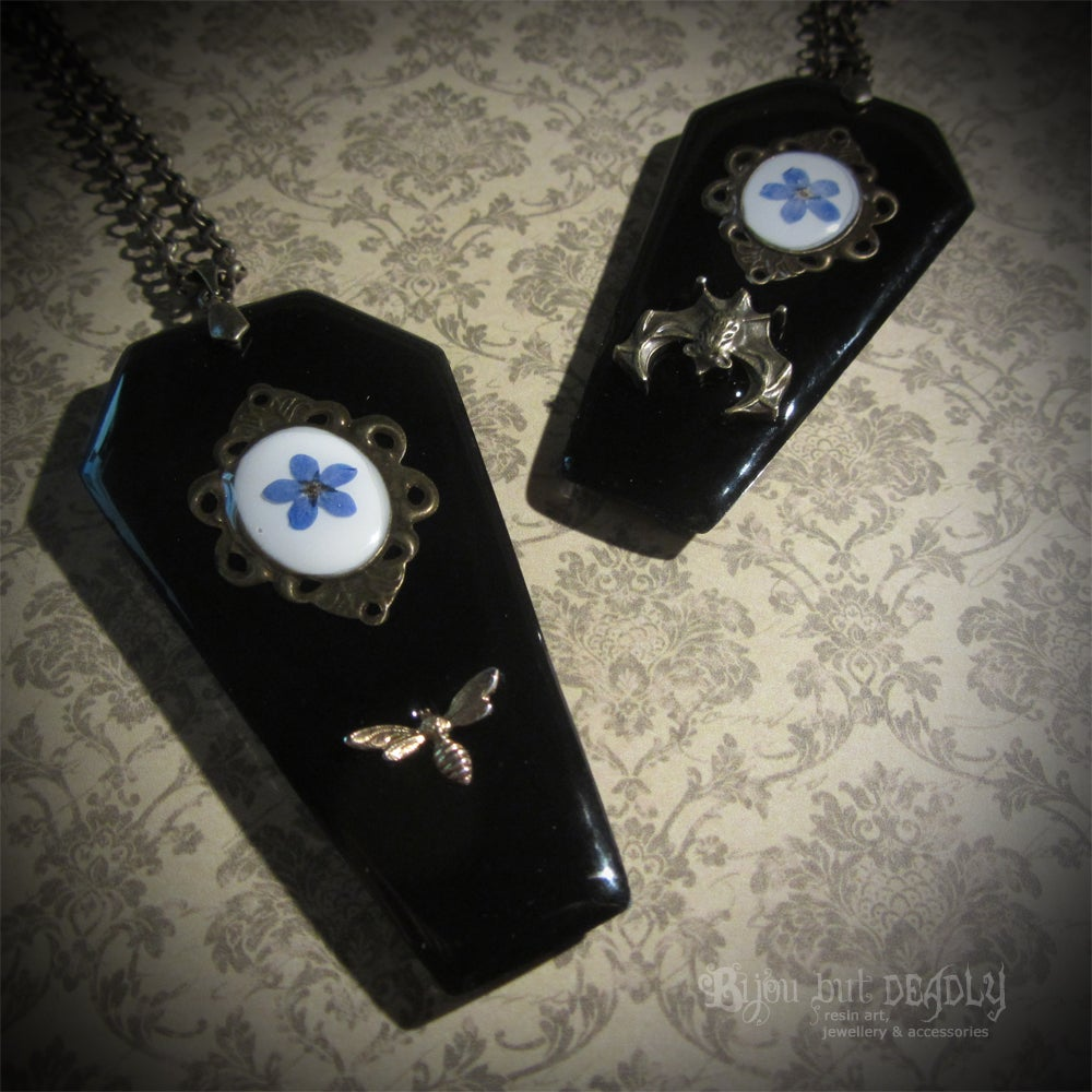 Coffin Forget-me-not Cameo Pendant