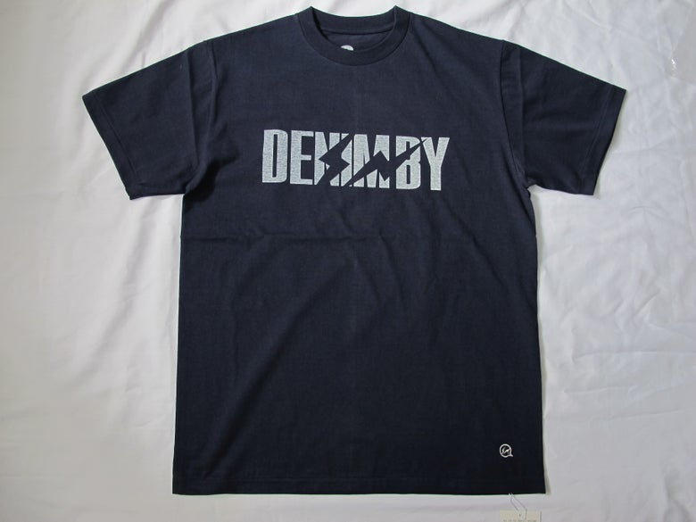 Image of Denim BY VANQUISH & FRAGMENT - Cracked logo Crew neck Tee (Navy)