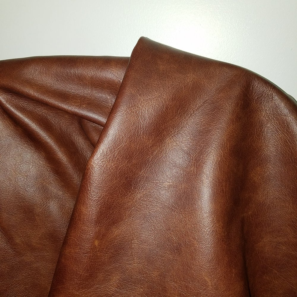 """Image of Cuoio Tan 20 sq.ft """"Old English"""" Cowhide Full hide Upholstery 2.5-3.0 oz"""