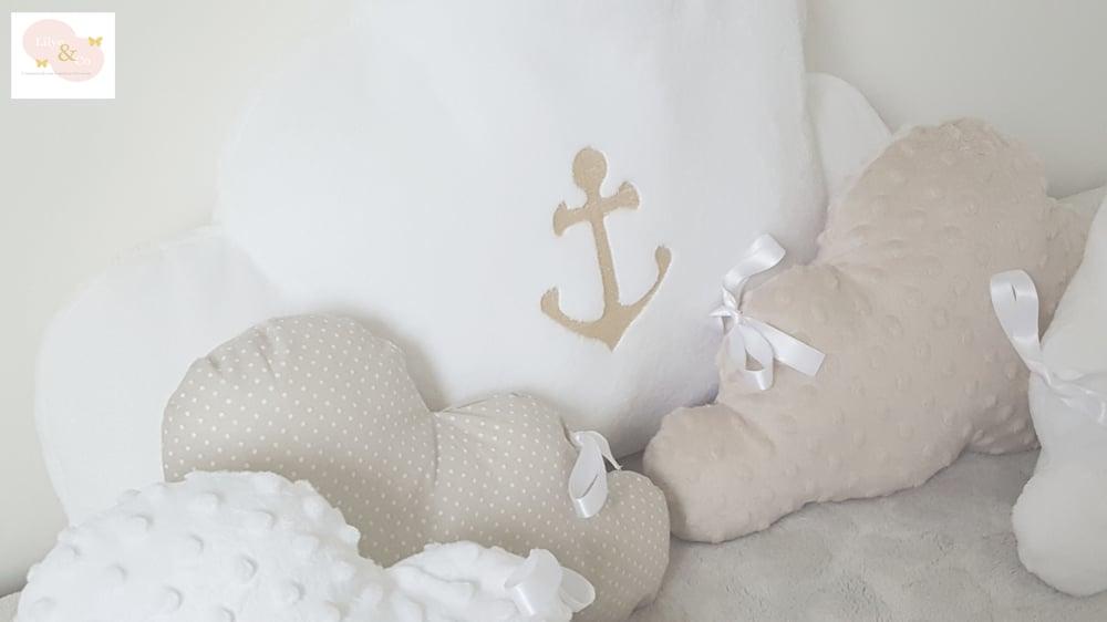 Image of Sur commande: Tour de lit nuage beige et blanc.