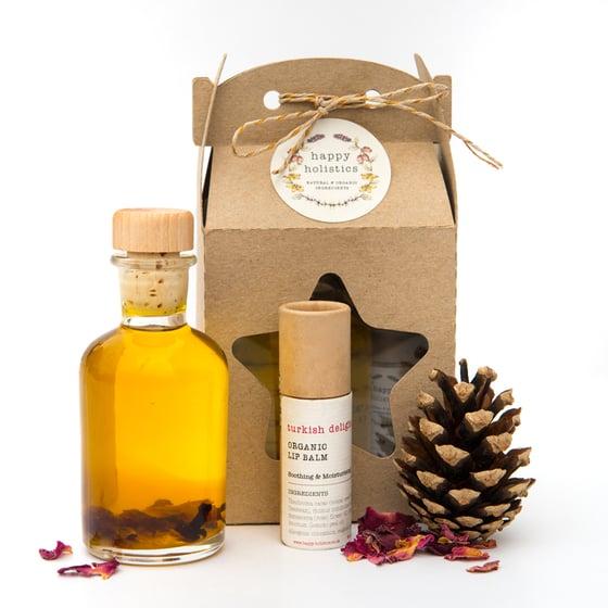 Image of Organic Soil Association Aromatherapy Bath/Body Oil and Lipbalm Gift Set