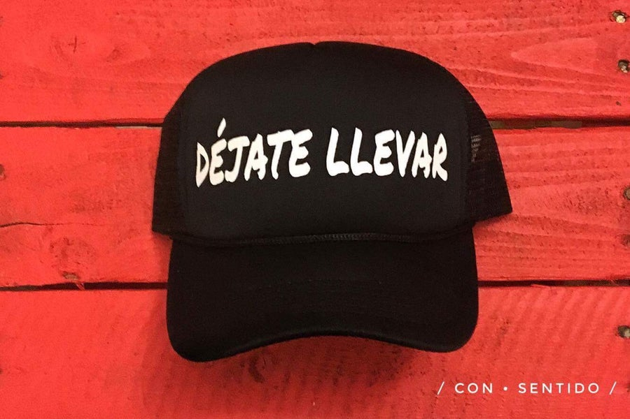 Image of Déjate Llevar Trucker Hat