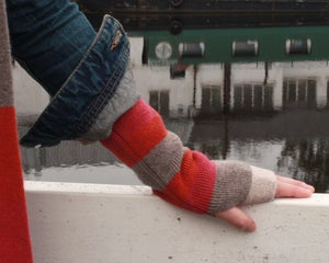 Image of FINGERLESS MITT - SKYE