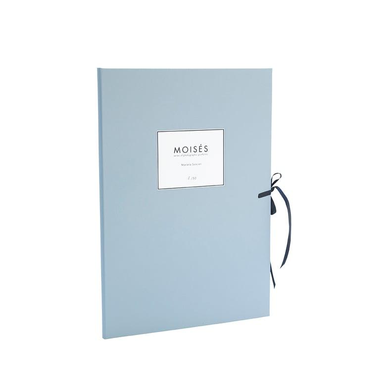 Image of Moisés / Series of photographic portfolios, 12 prints