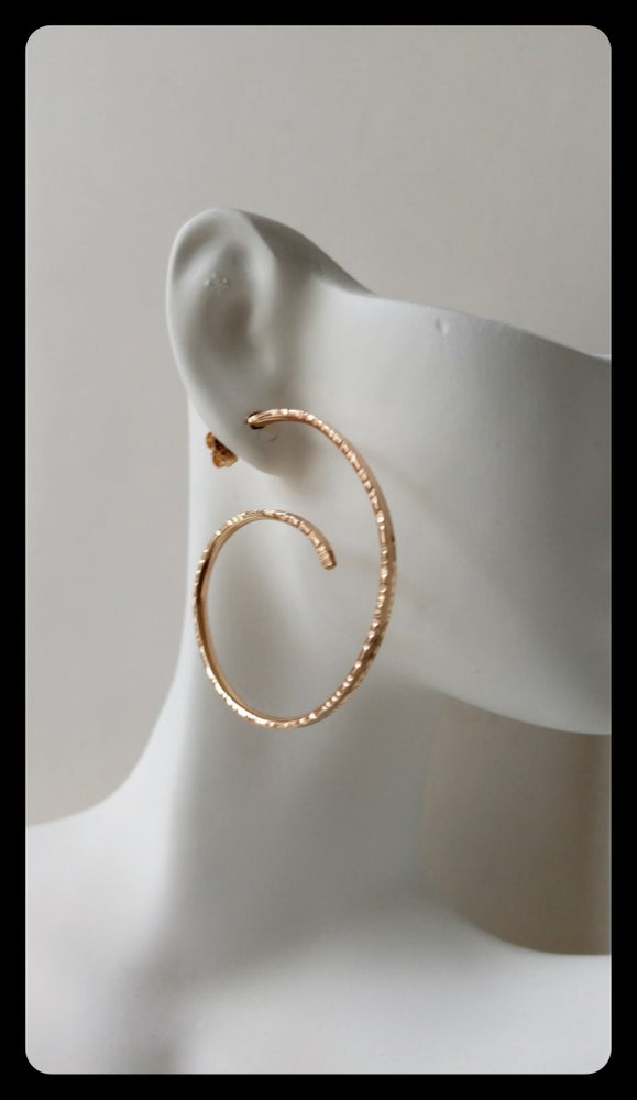 Image of hammered edge hoops