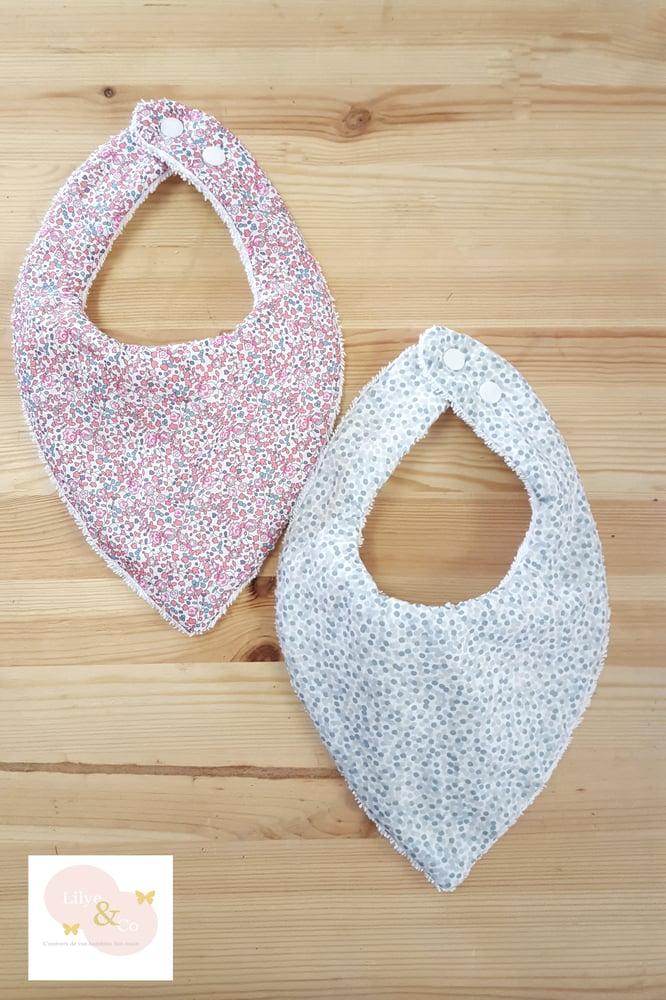 Image of En stock: Bavoir bandana évolutif thème liberty, rose et gris