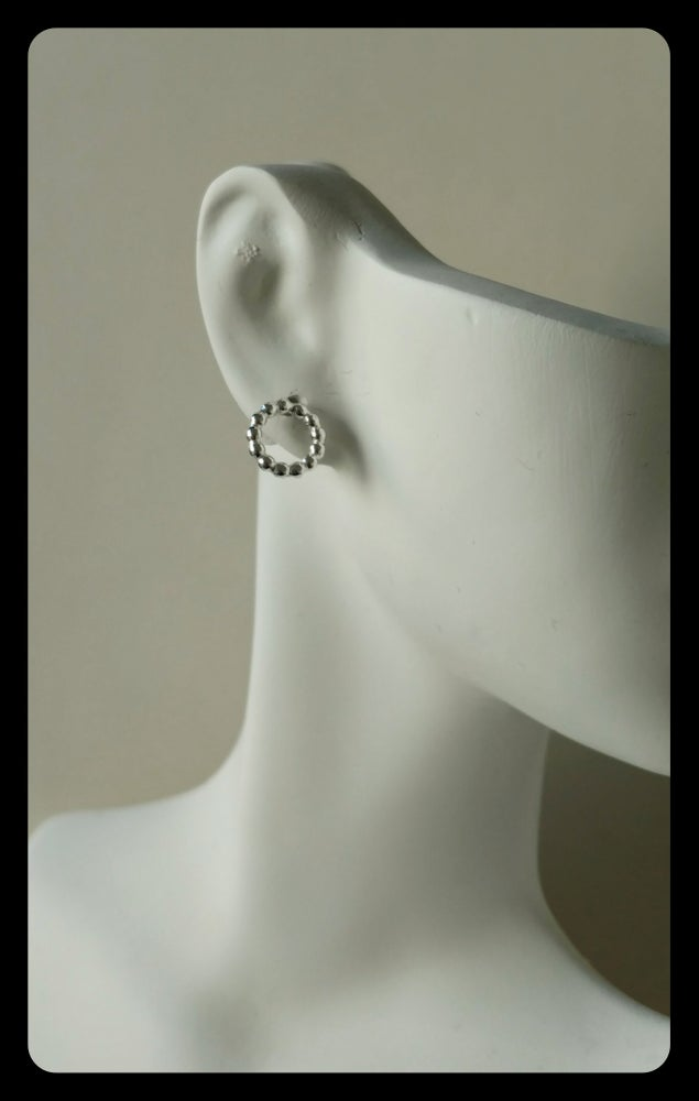 Image of bead wire circle stud earring