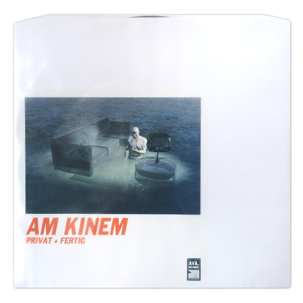 Image of AM KINEM / PRIVAT + FERTIG / AVA.011
