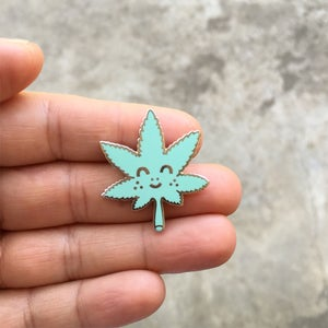 Image of Sugar Leaf / Pin
