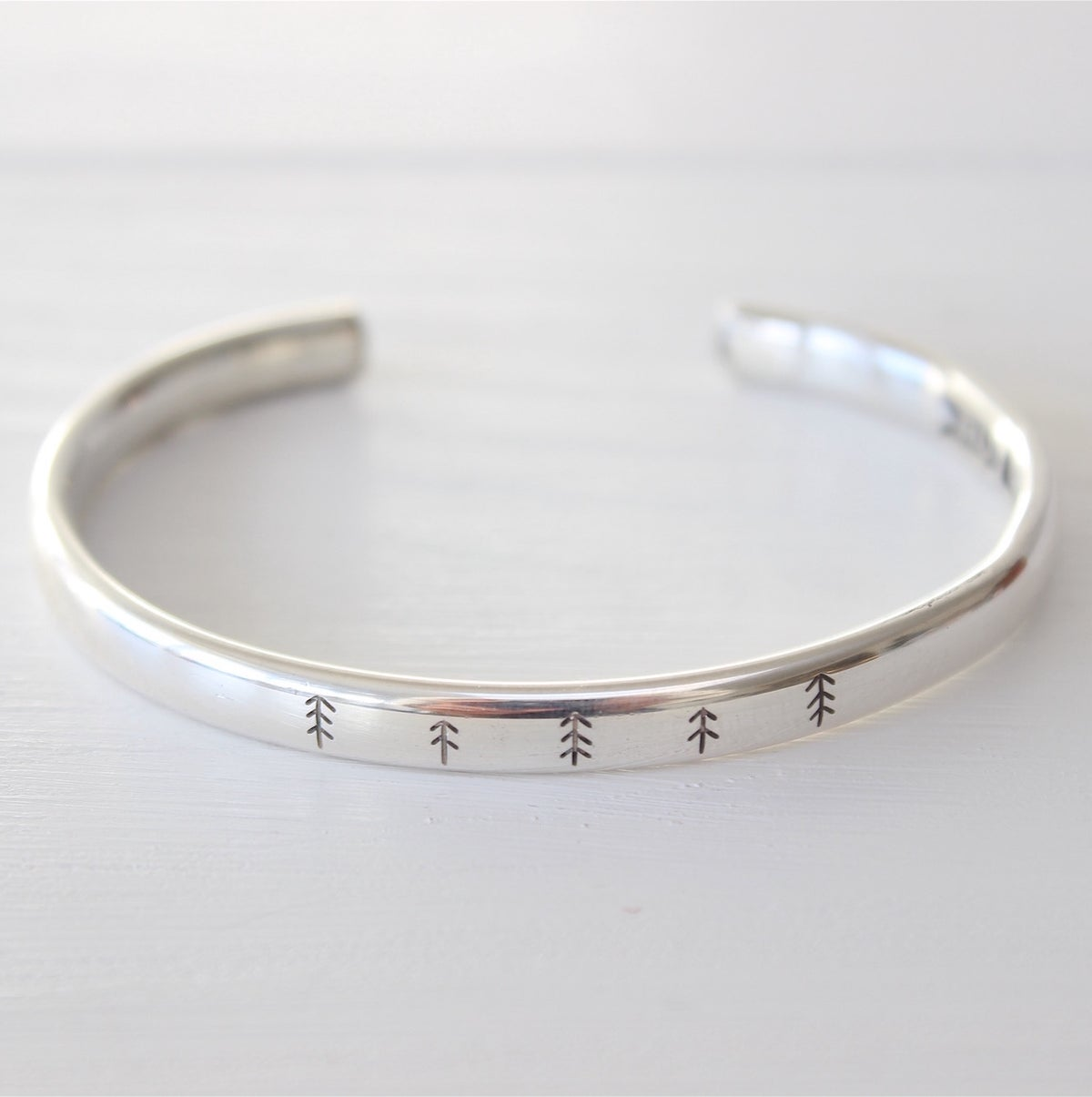 Image of men's spruce bangle (medium weight)
