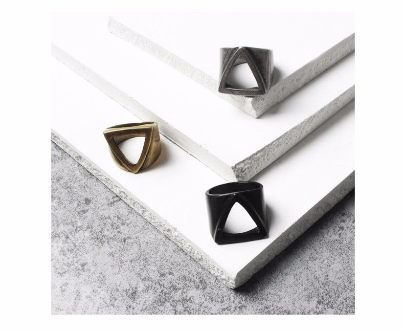 Image of RETRO TRIANGLE RING