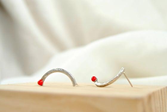 Image of Pendientes de plata con Punto Rojo