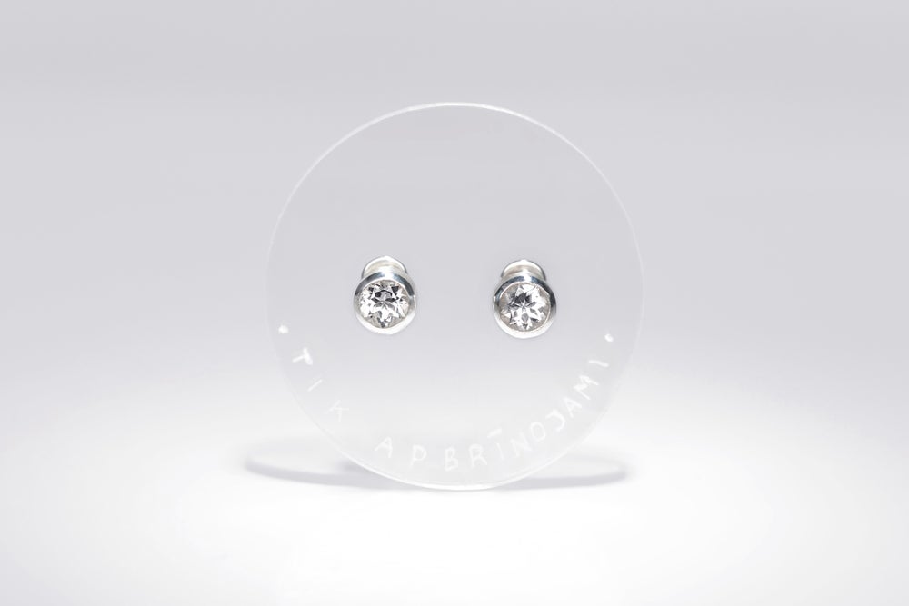 Image of silver earrings with rock crystal QUAM MIRE