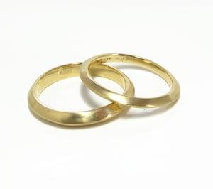 Image of Triangular Band Ring 18ky