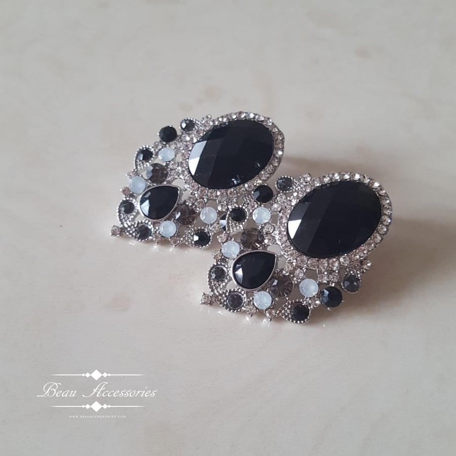 Image of Oval Black Studs