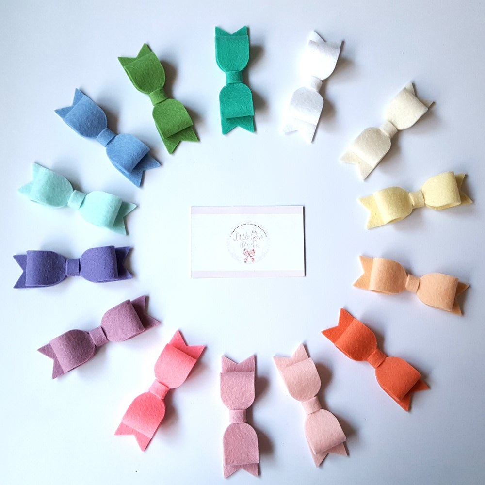 "Image of CHOOSE YOUR OWN COLOUR - 3.5"" Felt Bows on Clips or Headbands"