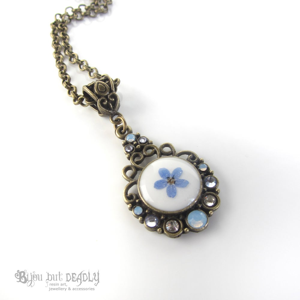 Forget-me-not Single Pressed Flower Cameo Pendant