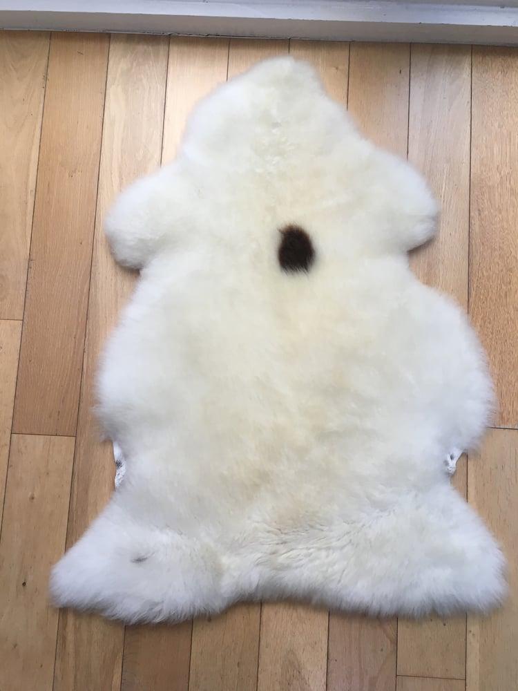 Image of W&W Spot (cream with a random spot)