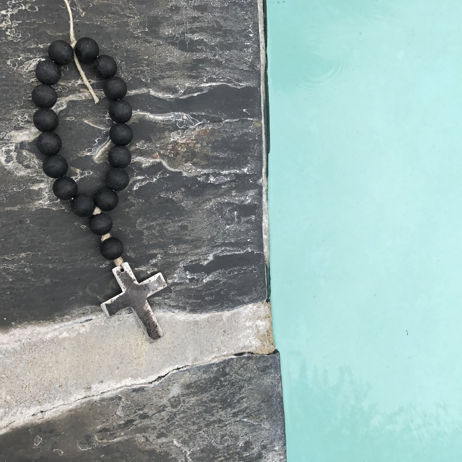 Image of MINI LOVE BEADS - MODERN BLACK CROSS-1
