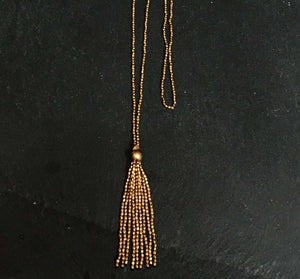 Image of Thin necklace with tassel in brass