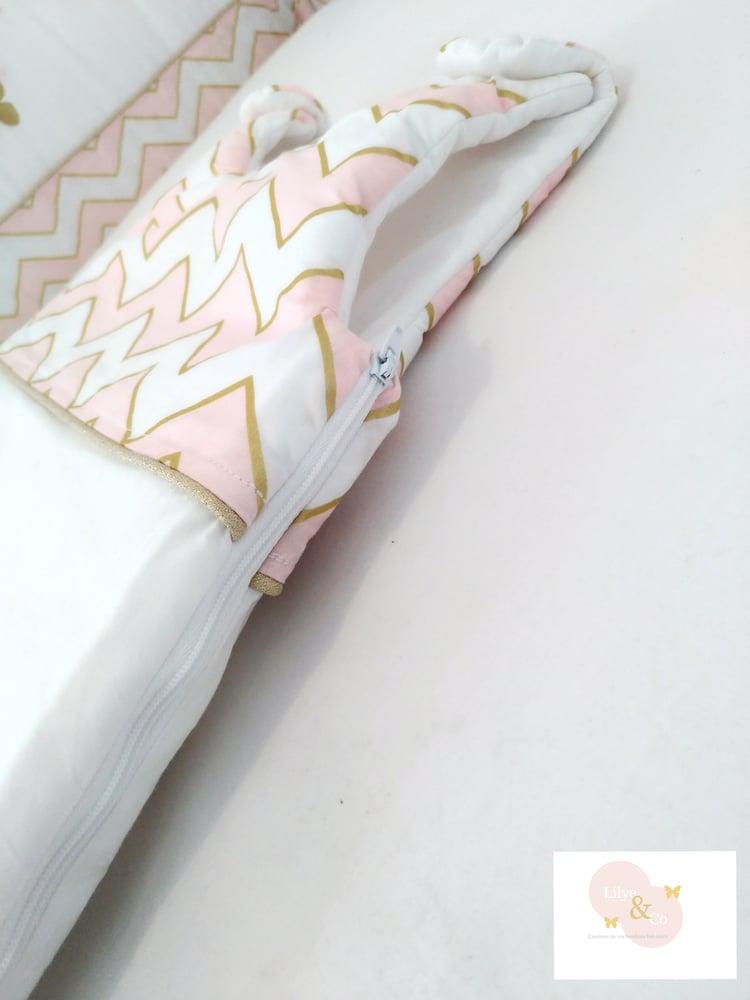 Image of Sur commande: Gigoteuse personnalisable rose et or, thème papillon