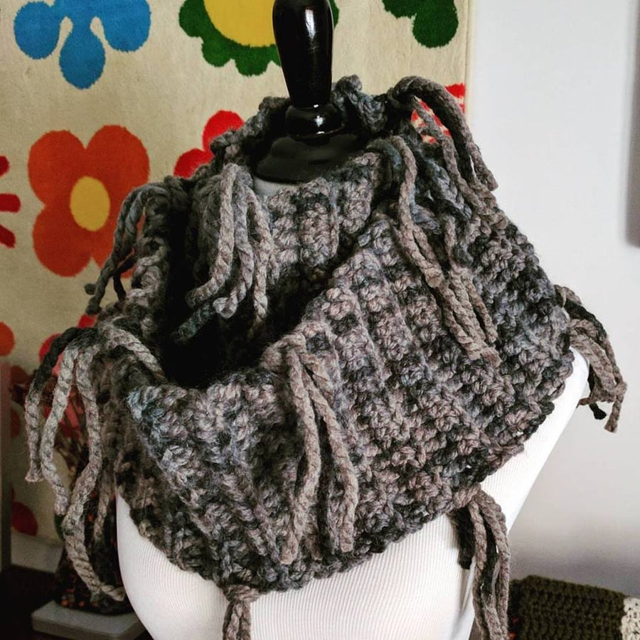 Image of Chunky Infinity Scarf with Tassels