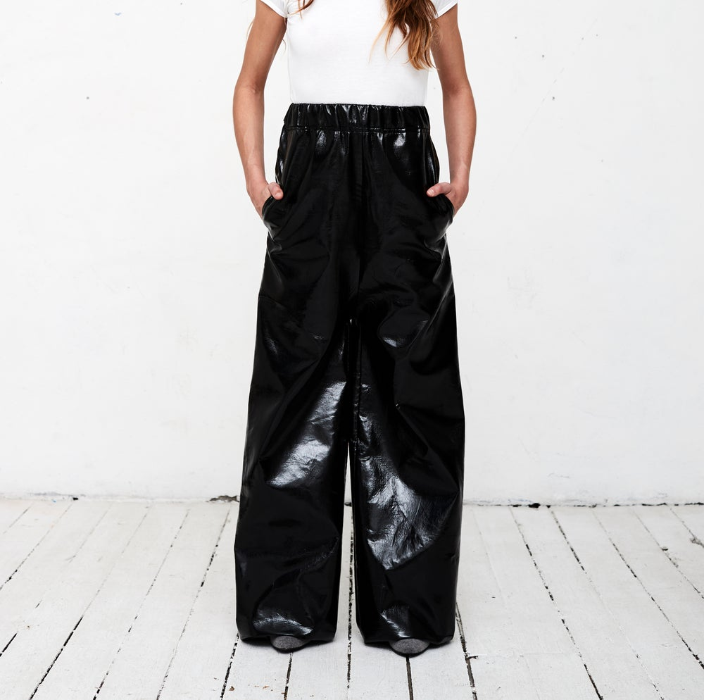 Image of Pantalon extra large vinyl noir