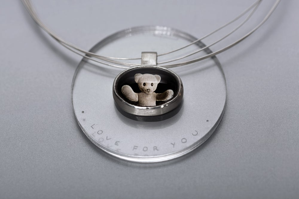 Image of teddy-bear silver pendant with photo, rock crystal CURA TUA