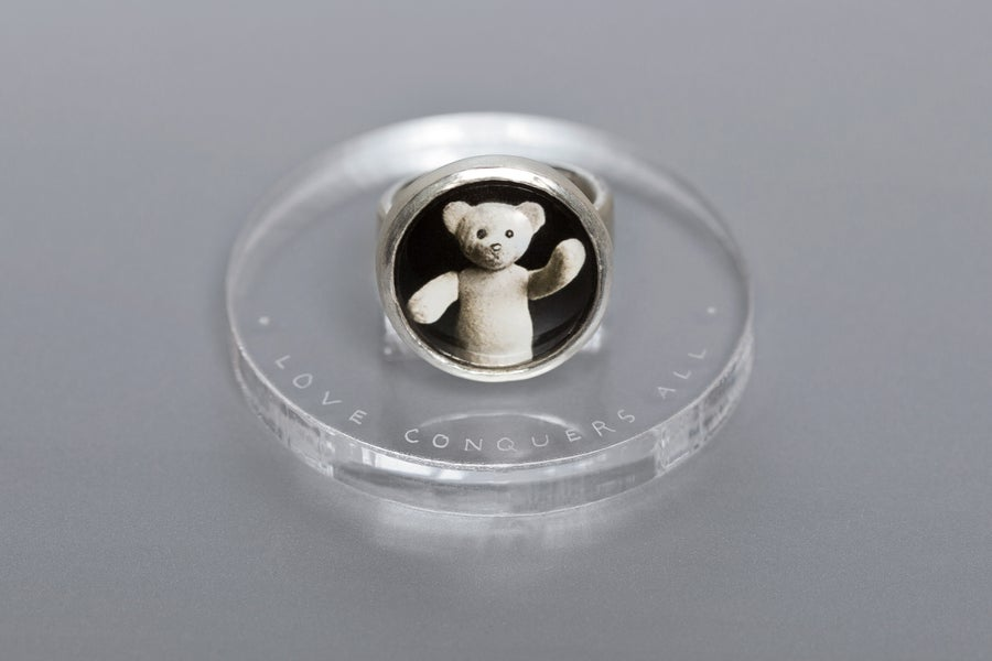 Image of teddy-bear's silver ring with photo and rock crystal AMOR VINCIT OMNIA