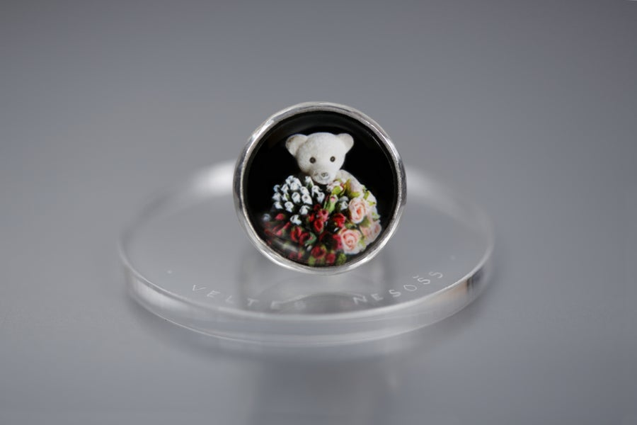 Image of teddy-bear's silver ring with photo and rock crystal MŪNERĀBUNDUS